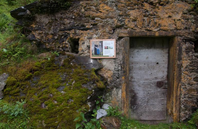 La vecchia cantina vicino al maso Feurer è ancora usata come cella frigorifera